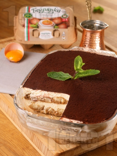 Домашна торта тирамису - класическа рецепта с яйца Багрянка, маскарпоне, кафе, бишкоти и вино Марсала - снимка на рецептата